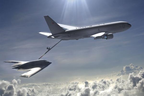 A capacidade da USAF de reabastecimento em voo de aeronaves furtivas dependerá dos novos aviões tanques. (Foto: Boeing)