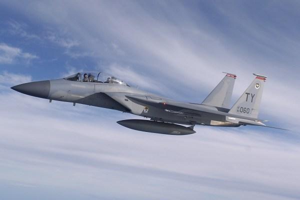 A USAF enviou 10 aeronaves F-15D excedentes de seu estoque para Israel. (Foto: U.S. Air Force / Tech. Sgt. Ben Bloker)