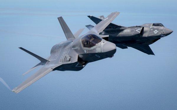 """Caças F-35A, que estão agora com a """"permisão para combate"""" emitida pela Força Aérea dos EUA. (Foto: Matt Cardy / Getty Images)"""