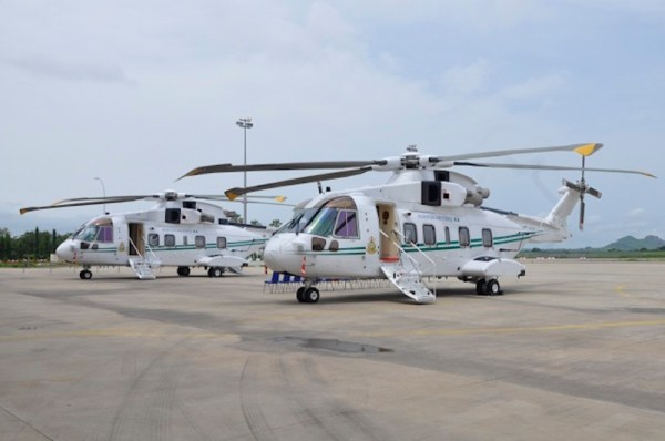 Os dois helicópteros AW101 que foram transferidos da Frota Aérea Presidencial da Nigéria para a Força Aérea Nigeriana. (Foto: NAF)