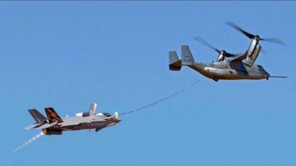 Um caça furtivo F-35B Lightning II é reabastecido em voo por um MV-22 Osprey com o sistema VARS da Cobham. (Foto: Cobham plc)