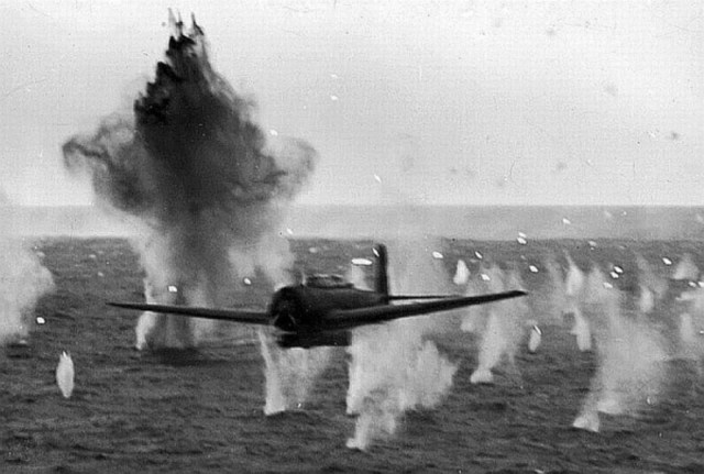 kamikaze_attack_on_uss_yorktown