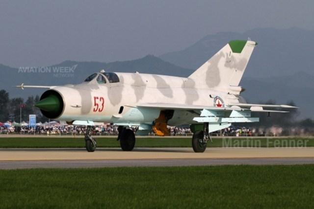 Clássico Um grande número de caças Mikoyan MiG-21 permanecem em serviço em diferentes versões.