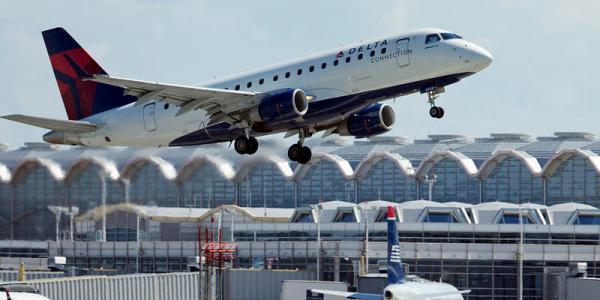 Uma aeronave E175 da companhia aérea norte americana Delta. (Foto: AP)