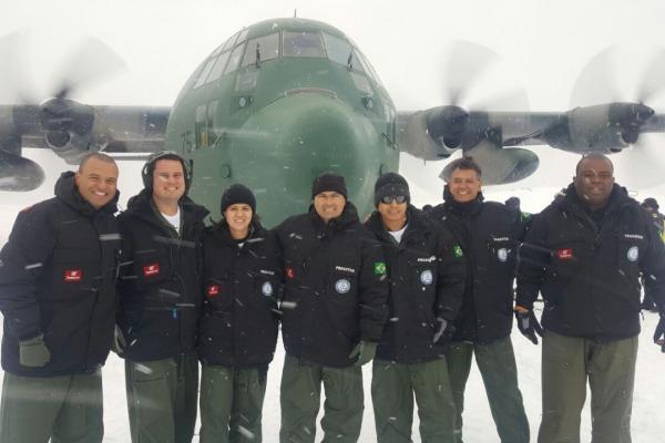 Aviadora da FAB integra tripulação de apoio ao PROANTAR. (Foto: 1°/1° GT)
