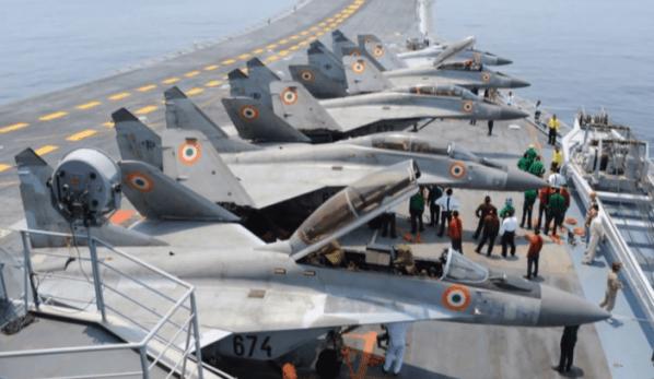 914825574 - Marinha da Índia abre competição para compra de novo caça embarcado