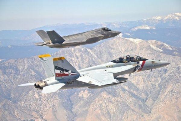 F 18 F 35 EUA 600x400 - Boeing processa Dinamarca por falta de acesso a documentos em disputa de jatos de combate