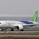 IMAGENS: Aeronave chinesa C919 mais próxima do primeiro voo após testes de táxi de alta velocidade