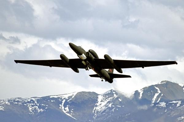 170503 F ZB121 113 600x400 - Aeronave U-2S faz aparição histórica em exercício militar no Alasca, testando nova tecnologia