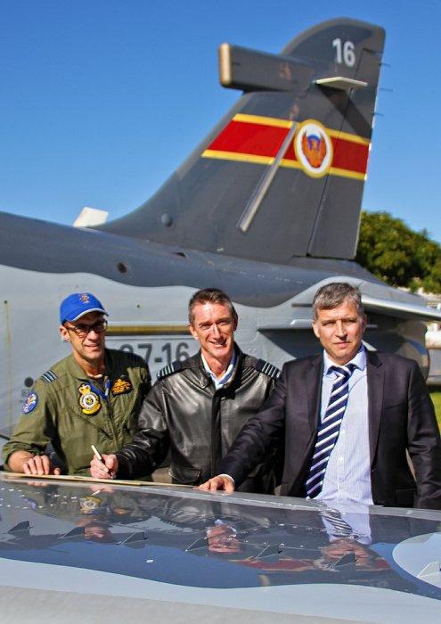 RAAF Hawk LIFCAPS 3 495x700 - Hawks modernizados pela BAE Systems começam a treinar pilotos australianos