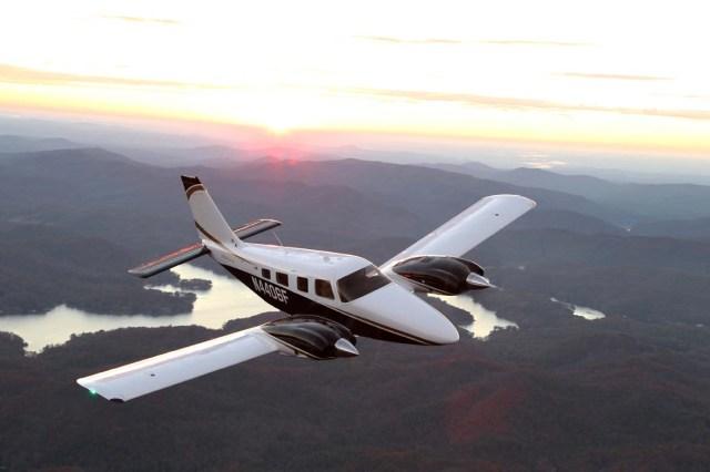 Piper Seneca V - Sem dinheiro para novos jatos, FAA compra aviões de ligação