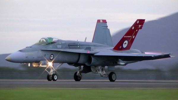 Hornet RAAF 600x338 - Governo do Canadá confirma interesse nos caças Hornets australianos