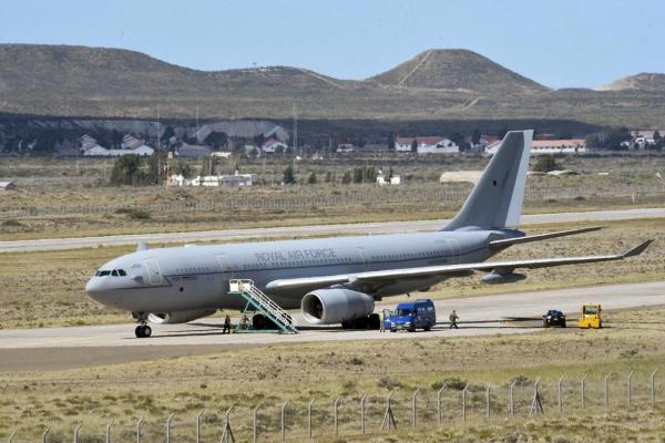 imgID135185197 600x400 - Aeronave Voyager da RAF pousa na Argentina para auxiliar nas buscas ao submarino ARA San Juan