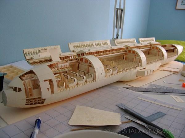 777 1 600x450 - VÍDEO E IMAGENS: Um Boeing 777 todo feito de papel
