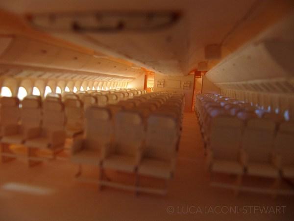 777 2 600x450 - VÍDEO E IMAGENS: Um Boeing 777 todo feito de papel