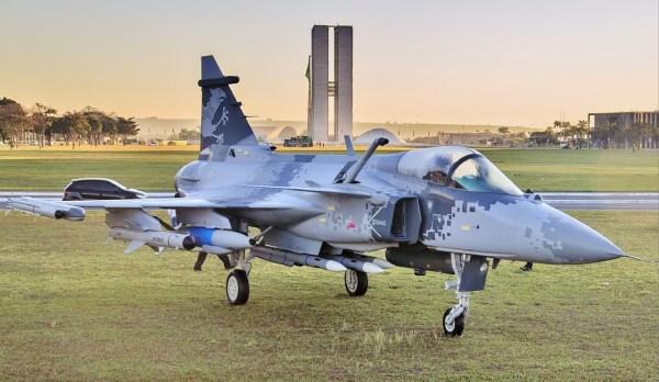Saab Gripen NG 600x348 - Acordo entre Boeing e Embraer poderá afetar programa do Gripen para FAB