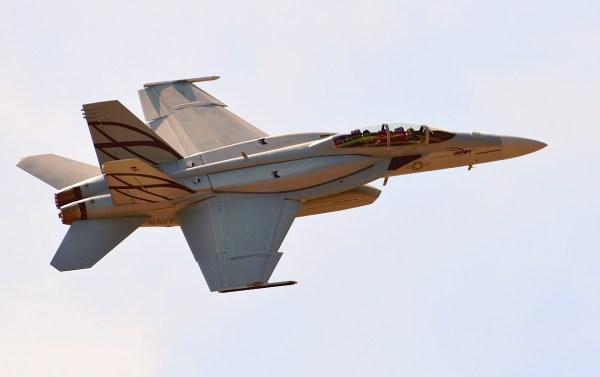 ASH070 130827 Boeing F18F ASH 125111 600x377 - Boeing recebe contrato da Marinha dos EUA para desenvolver os CFTs do Super Hornet