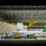 IMAGEM: Primeiro E190-E2 de produção em série, mais perto do primeiro voo
