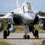 Presidente francês visita Índia e negocia mais 36 caças Rafale para IAF