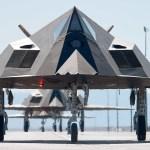Há dez anos atrás o F-117 Nighthawk oficialmente era retirado de operação