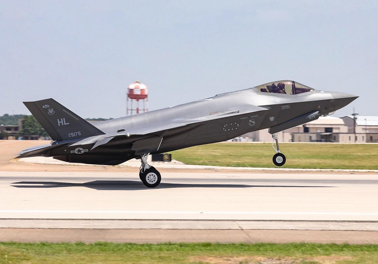 Lockheed Martin entrega 300° caça F 35