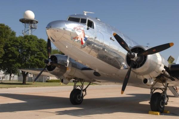090606 F 5281B 016 600x399 - VÍDEO: Acidente com C-47 Dakota que seguia para o AirVenture