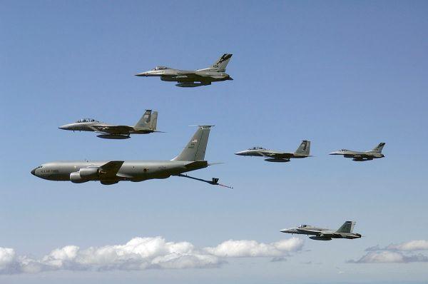 1200px KC 135E Washington ANG refuels fighters 2007 600x398 - AIRVENTURE: Maior demonstração do poderio aéreo dos EUA será realizado este ano