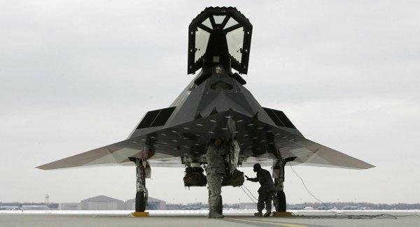 """1038943819 600x325 - VÍDEO: """"Aposentados"""" jatos furtivos F-117 são vistos novamente voando em Nevada"""