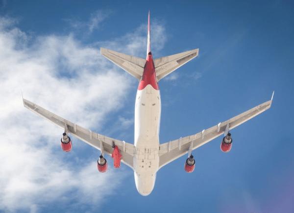 "40337707 2380695445290309 6646494381987594240 n 600x434 - IMAGENS: Virgin Orbit libera imagens do 747-400 ""Cosmic Girl"""