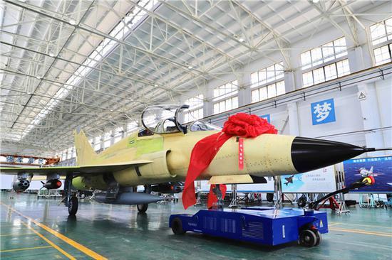 DmYfKPIW0AU9SBI - IMAGENS: Roll out do primeiro jato chinês FTC-2000G de exportação