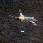 """GUERRA DO VIETNÃ: O F-100 Super Sabre e as perigosas missões CAS """"Night Owl"""""""