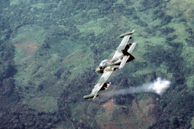 """A 37 vietna ação - """"A"""" de ataque: Cessna A-37 Dragonfly"""