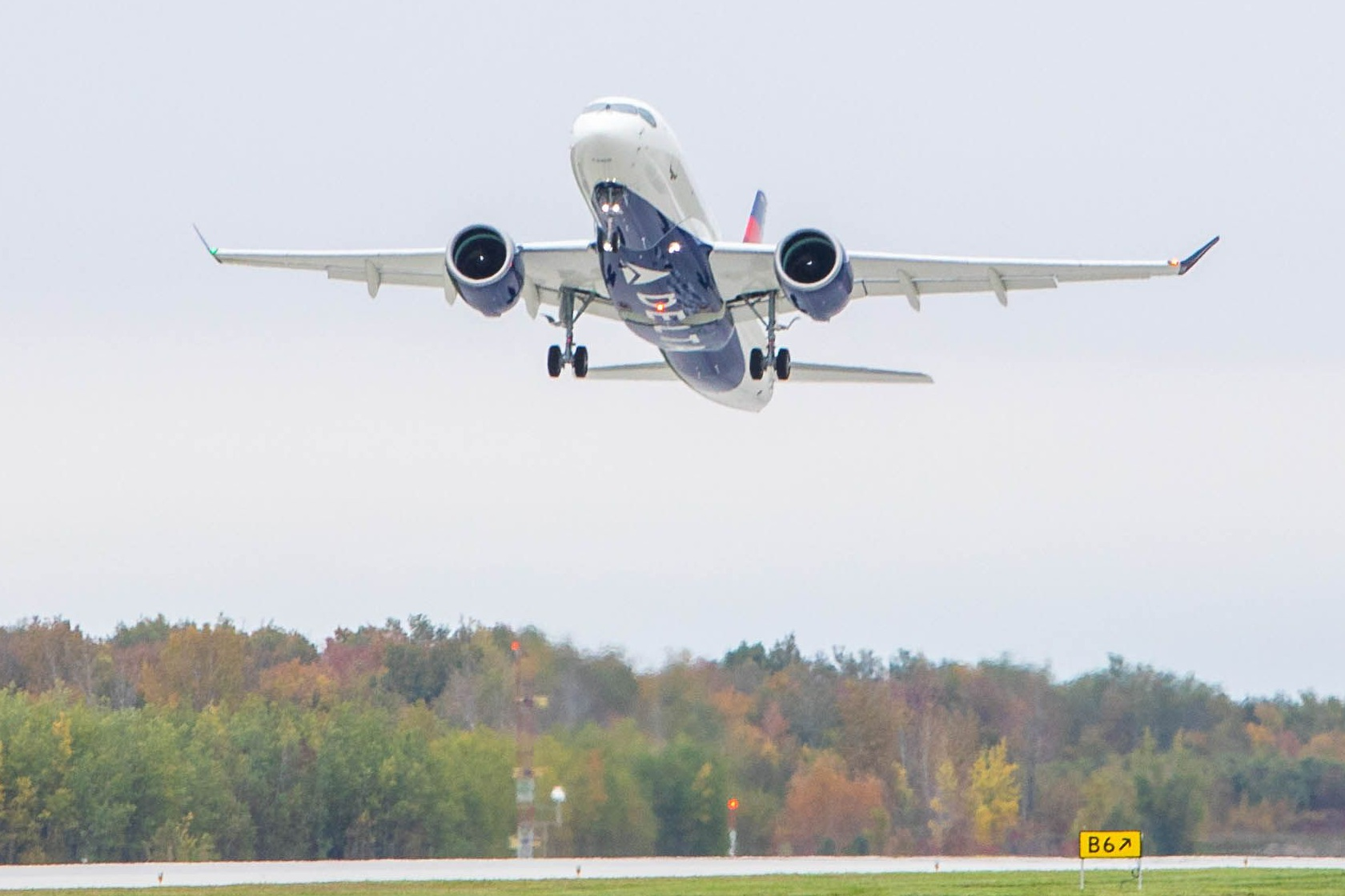 A220-100-DELTA-AIR-LINES-TAKE-OFF.jpg