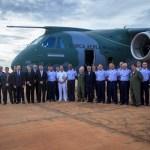 BRASIL: Oficiais-generais da FAB realizam primeiro voo no KC-390