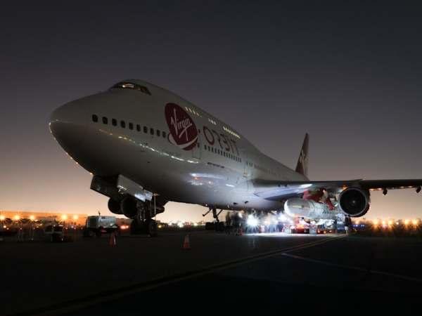 "virgin orbit launcher one 9 600x450 - IMAGENS: LauncherOne é fixado sob a asa do Boeing 747 ""Cosmic Girl"" da Virgin Orbit"
