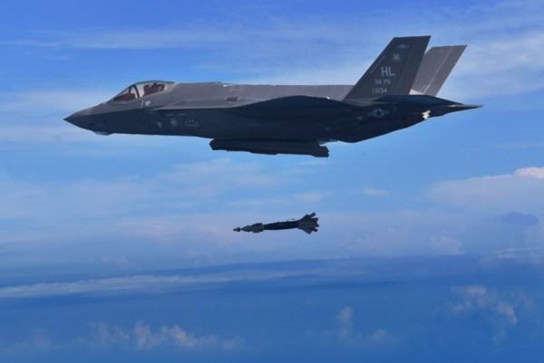 197654 1 600x401 - F-35A lança GBU-49 pela primeira vez