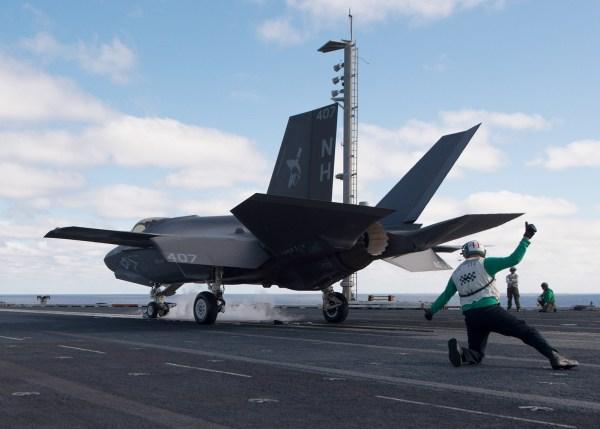 181208 N VQ841 1312 600x429 - F-35C mais próximo da Capacidade Operacional Inicial com a Marinha dos EUA