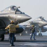 Aeronaves da Marinha Francesa retornam a operação no porta-aviões Charles de Gaulle