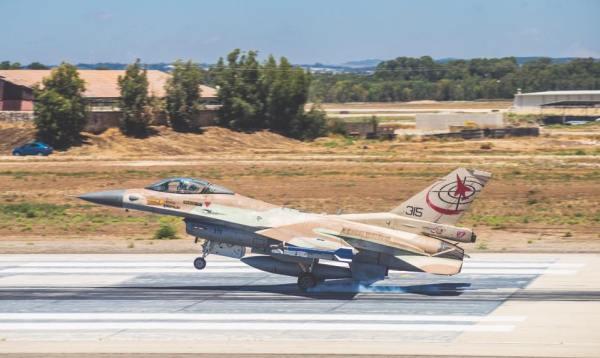 F 16 Barak 600x358 - Venda de F-16 de Israel para Croácia não será concluída