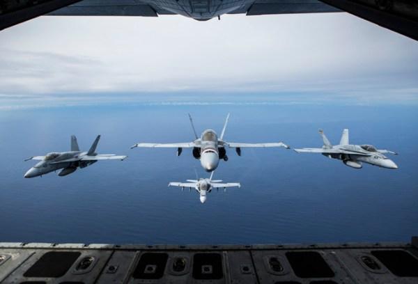 """190201 M XO599 0048 600x408 - IMAGENS: USMC realiza """"Elephant Walk"""" com aeronaves Hornets em Miramar"""