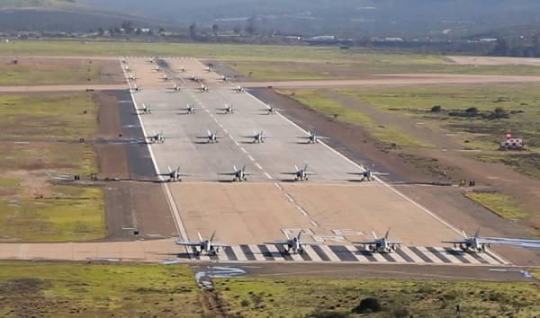 """51437357 2632948866731631 8562477213969022976 n 600x354 - IMAGENS: USMC realiza """"Elephant Walk"""" com aeronaves Hornets em Miramar"""