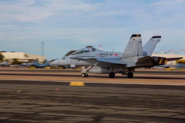 """51558891 2632953810064470 1583578300578529280 n 600x400 - IMAGENS: USMC realiza """"Elephant Walk"""" com aeronaves Hornets em Miramar"""