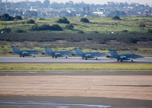 """51658117 2632952853397899 7411993734662848512 n 600x428 - IMAGENS: USMC realiza """"Elephant Walk"""" com aeronaves Hornets em Miramar"""