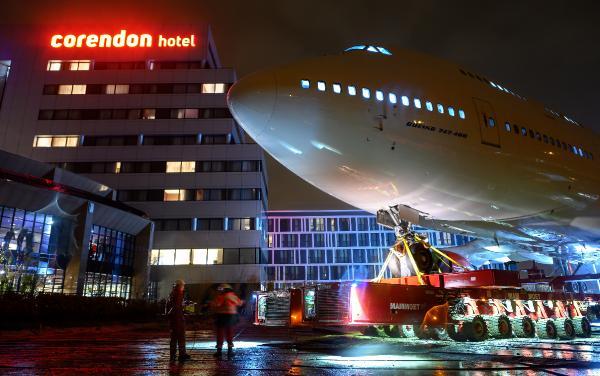 78358 600x376 600x376 - IMAGENS: Boeing 747-400 aposentado cruza estradas para virar atração em hotel na Holanda