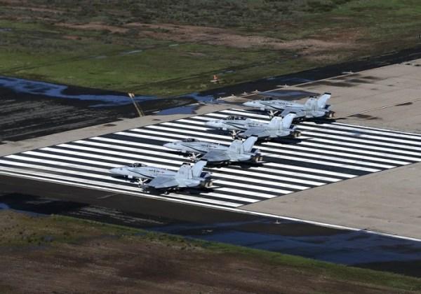 """Hornet Elephant Walk 2 600x420 - IMAGENS: USMC realiza """"Elephant Walk"""" com aeronaves Hornets em Miramar"""
