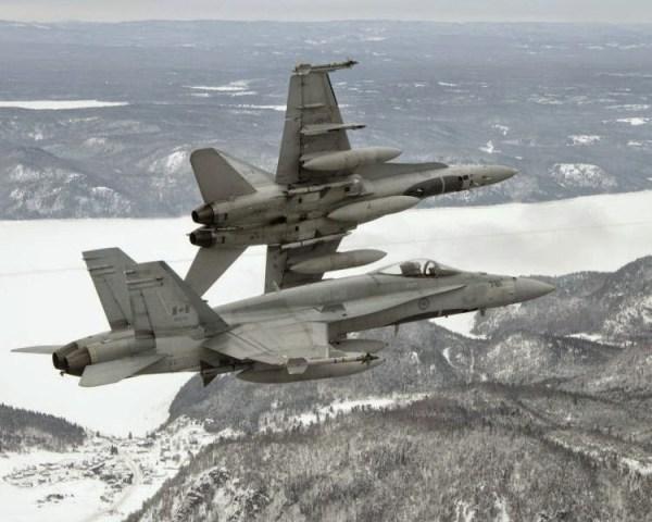 Bagotville CF 18s BN2006 0060 05a 600x480 - Canadá inicia em maio sua competição para escolha do novo caça