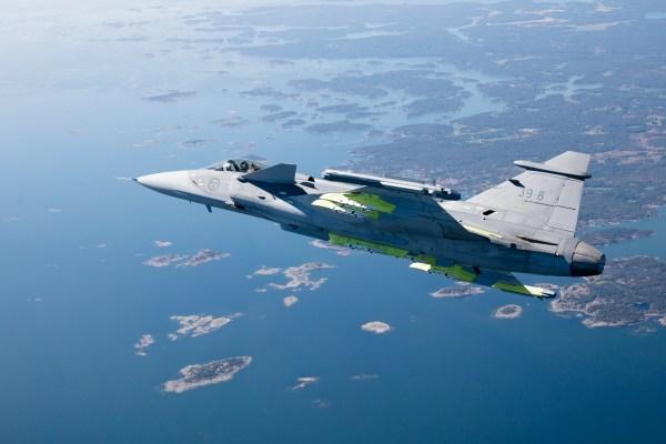 D4459D80 385D 43E0 8795 2AC85EA3E0C4 600x400 - Primeiro voo do modelo brasileiro do F-39 Gripen deve ocorrer este ano