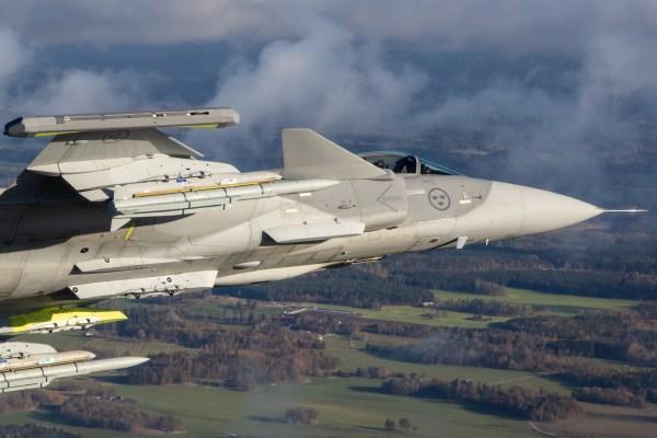 Gripen E EK 6979  600x400 - LAAD: Saab apresenta o progresso do Programa Gripen para o Brasil