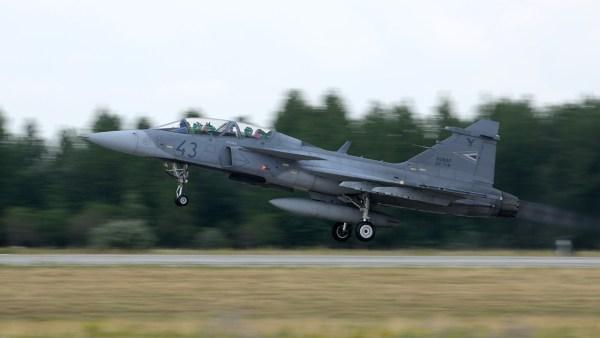 Hungarian Air Force JAS 39 Gripen 600x338 - Gripens da Hungria atingem a marca de 20 mil horas de voo