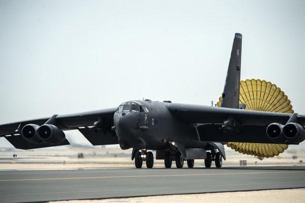 160409 F XD880 111 600x400 - Bombardeiros B-52 são implantados no Catar em resposta às ameaças iranianas